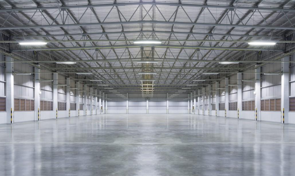 Vnútrajšok montovanej výrobnej haly s oceľovým skeletom Steelong